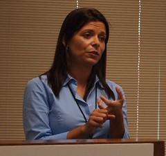A jornalista investigativa Giannina Segnini, da Costa Rica, supervisiona a fase da produção de matérias